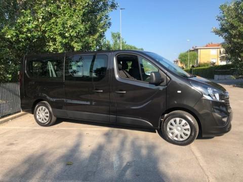 Noleggio Opel Vivaro Combi (9 posti)