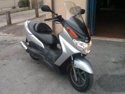 Scooter Suzuky Burgman 150 a noleggio